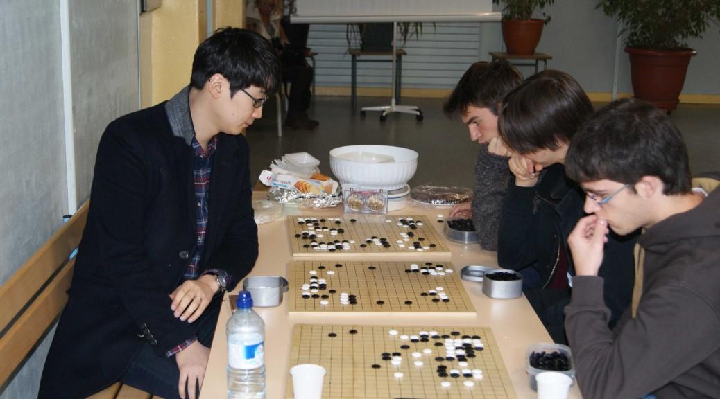 In-Seong Hwang jouant une simultanée